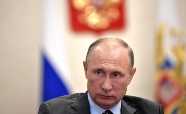 Путин объяснил игнорирование звонков Порошенко