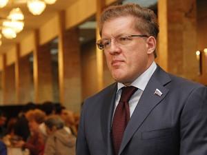Он голосовал за повышение пенсионного возраста. Депутат Антон Жарков