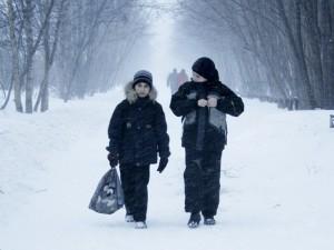 Отменены занятия в школах ряда регионов УрФО. Челябинск и Екатеринбург пока учатся