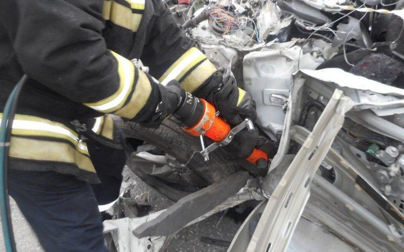 Пострадавшего в ДТП в Дятьковском районе пришлось вырезать из авто