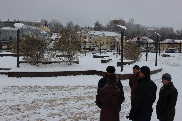 В Брянске залили ледовый каток на Набережной