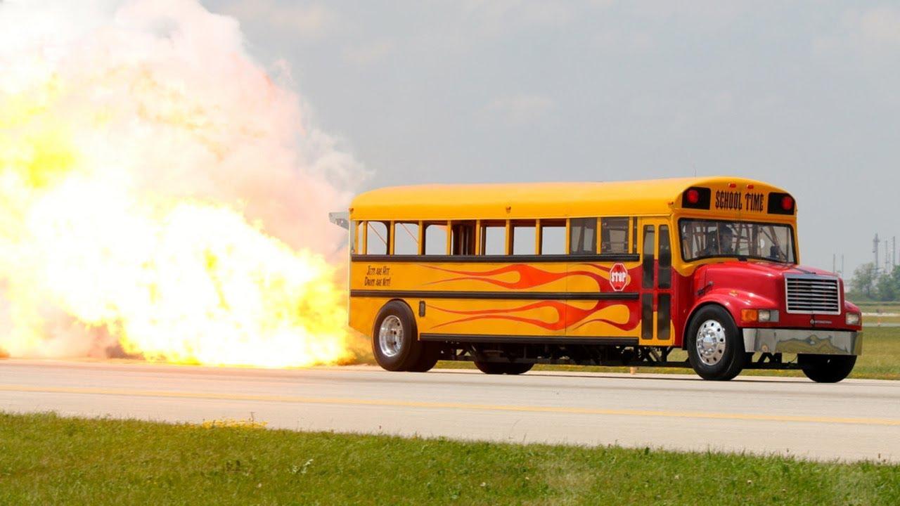 В Брянске на видео засняли дерзкий автобус
