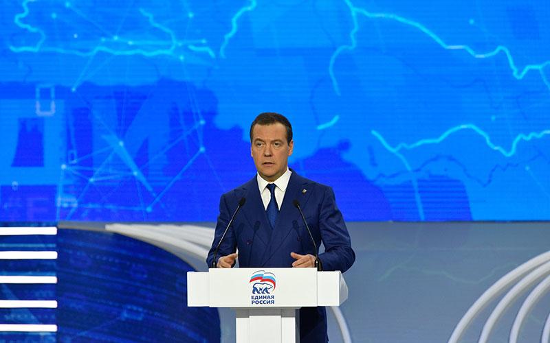Медведев поблагодарил заработу председателя Брянской облдумы Попкова