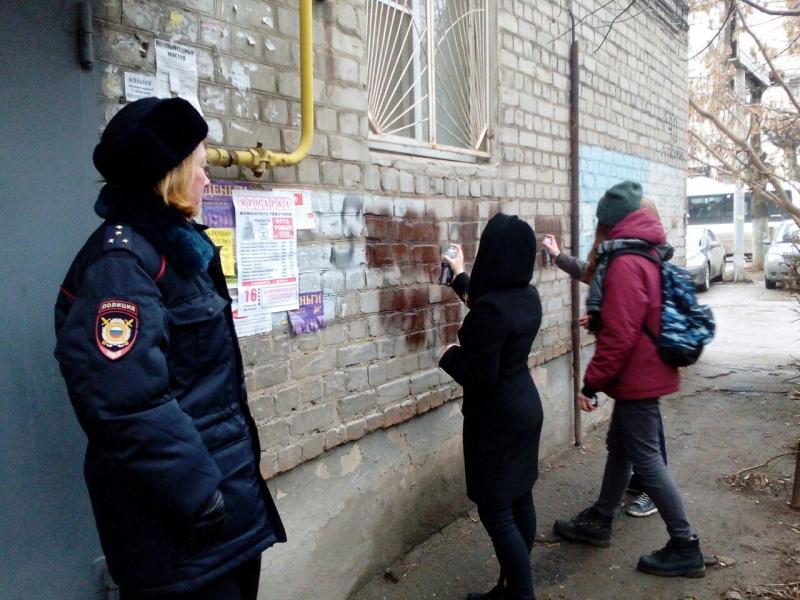 Волонтеры Брянска борются с рекламой наркотиков