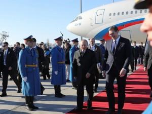 Путин прокатил президента Сербии на Auruse