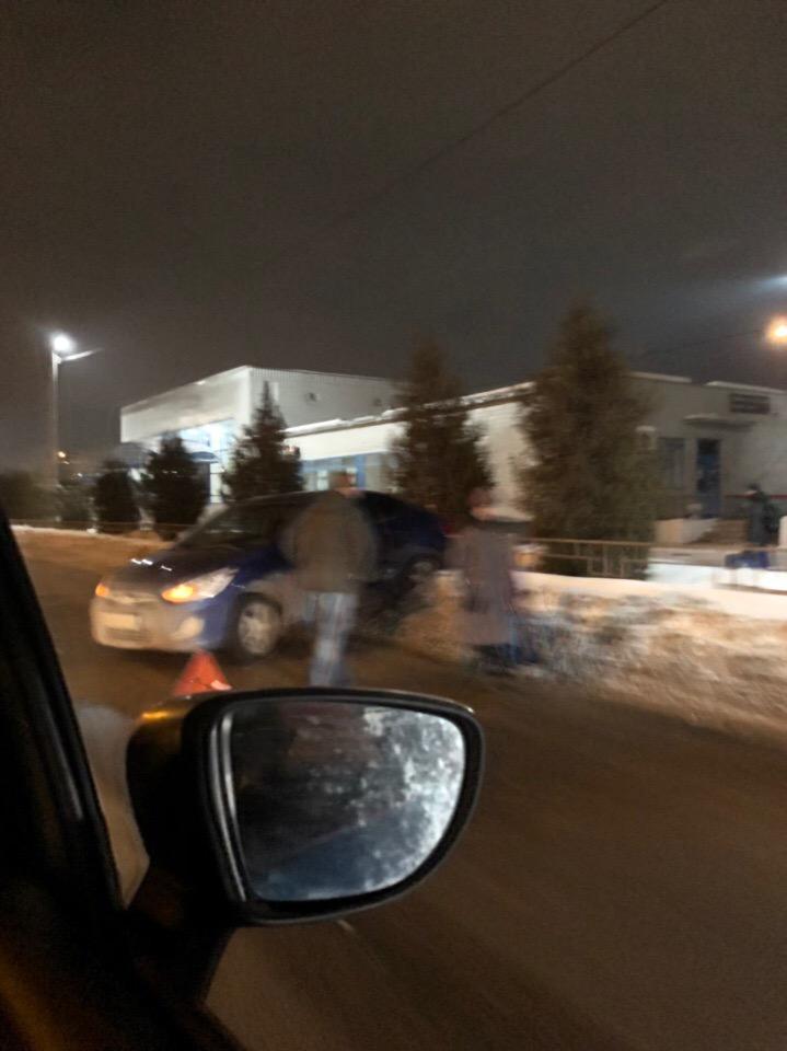 Возле вокзала «Брянск-II» иномарка задом протаранила ограждение