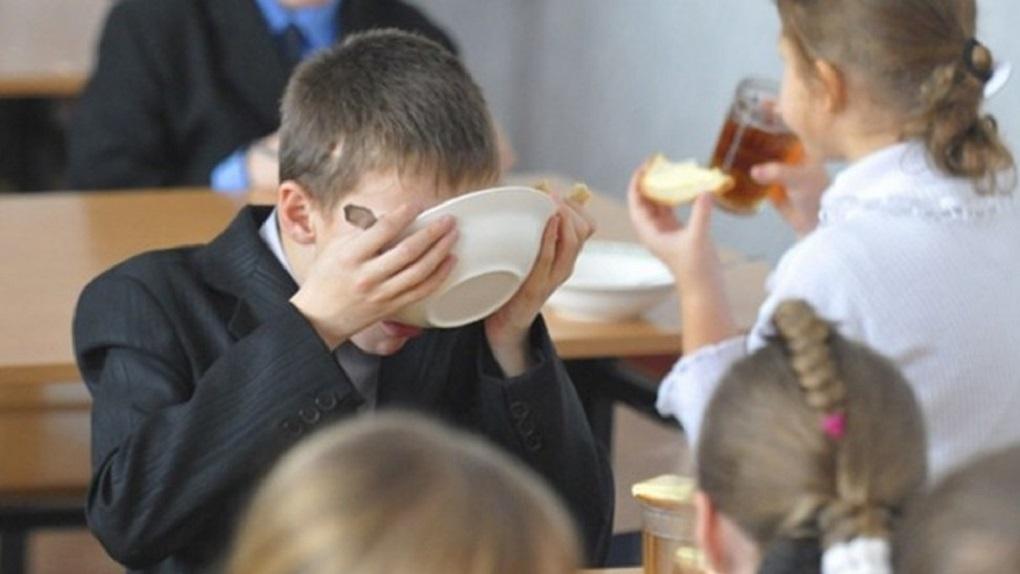 Денег нет: школьники Кузбаса падают в голодные обмороки