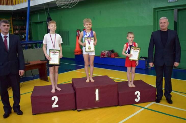 В Клинцах прошел турнир по акробатике
