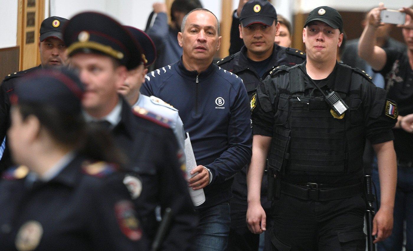Прокуратура нашла у экс-главы Серпухова 565 земельных участков и 22 машины