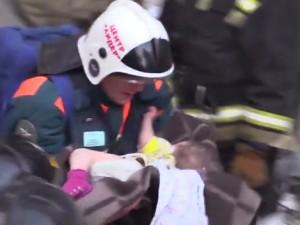 Спасатели нашли живым 11-месячного мальчика под завалами в Магнитогорске