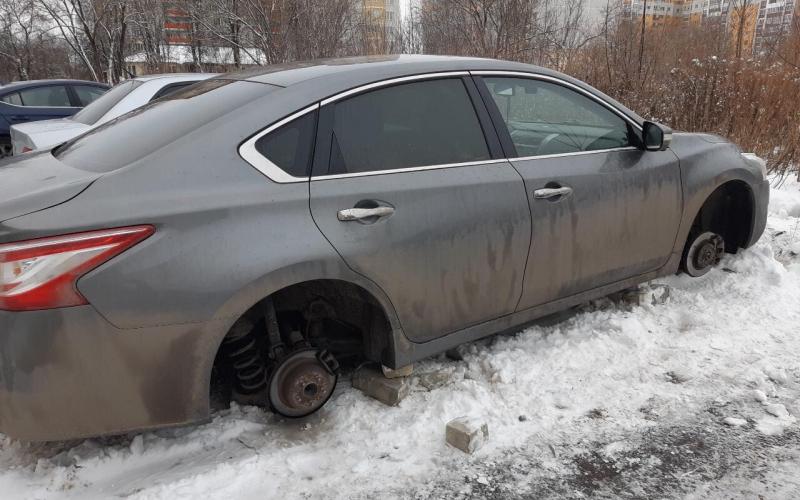 В Брянске задержали банду похитителей автомобильных колес