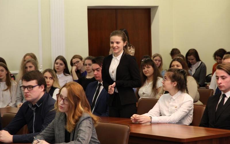 Богомаз поздравил брянских студентов с праздником