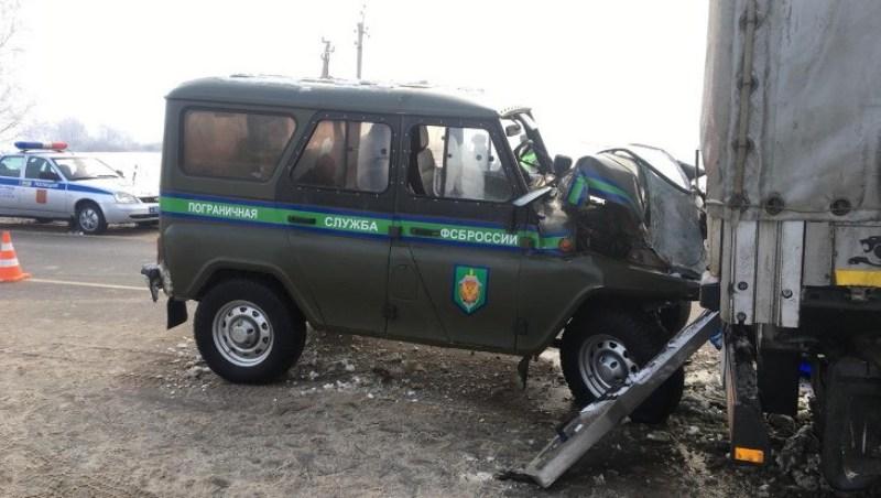 В Севском районе «уазик» пограничников врезался в фуру