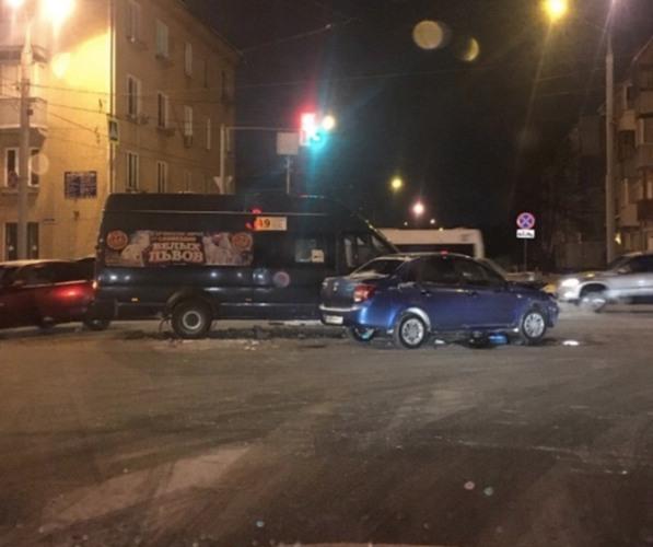 В Брянске столкнулись маршрутка №49 и легковушка