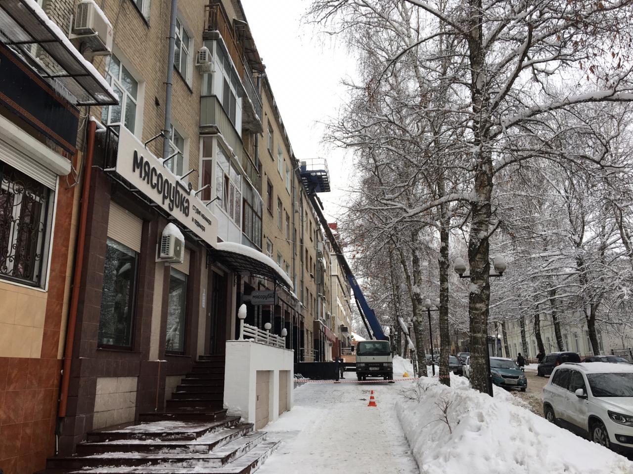 Власти Брянска требуют от управляющих компаний активней убирать снег
