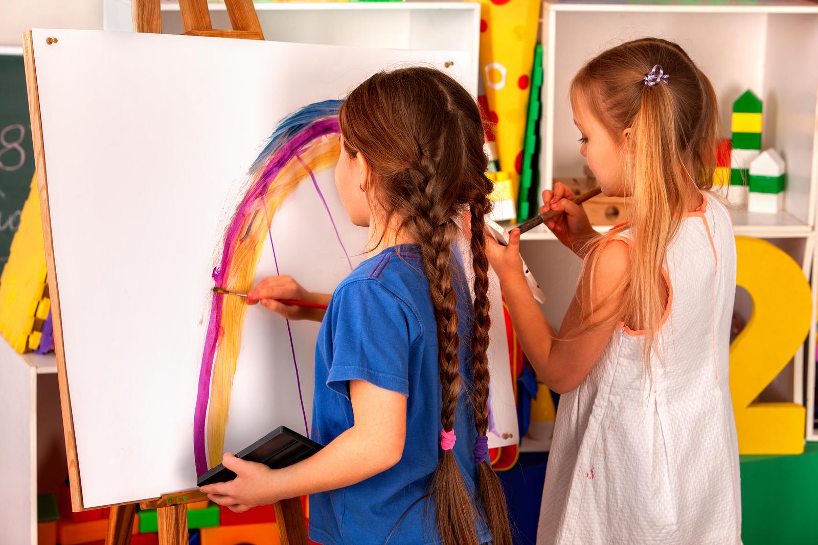 Юные художники Брянской области могут стать призерами творческого онлайн-конкурса «Поколение М»