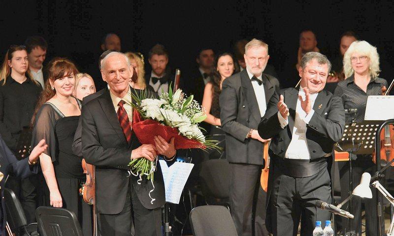 Губернатор Брянской области поздравил Василия Ланового с 85-летием