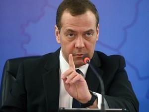 Дмитрий Медведев считает, что нельзя отстранять главу государства от власти незаконными методами