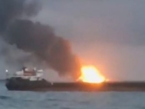 В Керченском проливе горят два судна