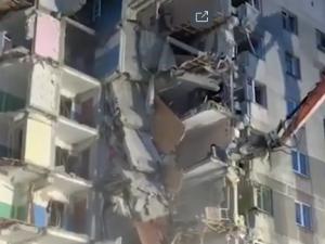В Магнитогорске сносят подъезд разрушенного дома