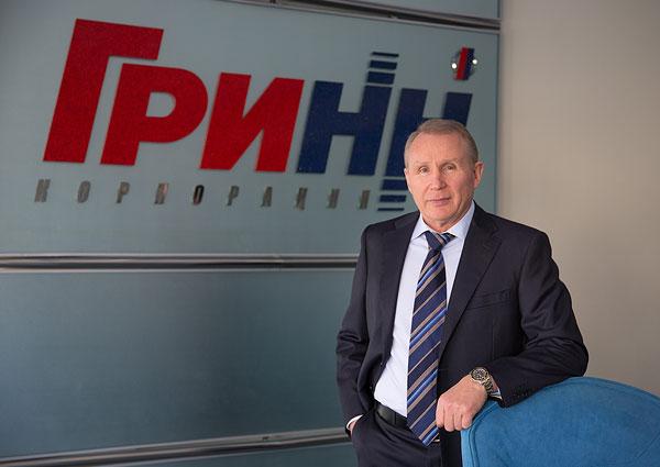 Премьер – министр Медведев наградил владельца брянских «Линий» Грешилова