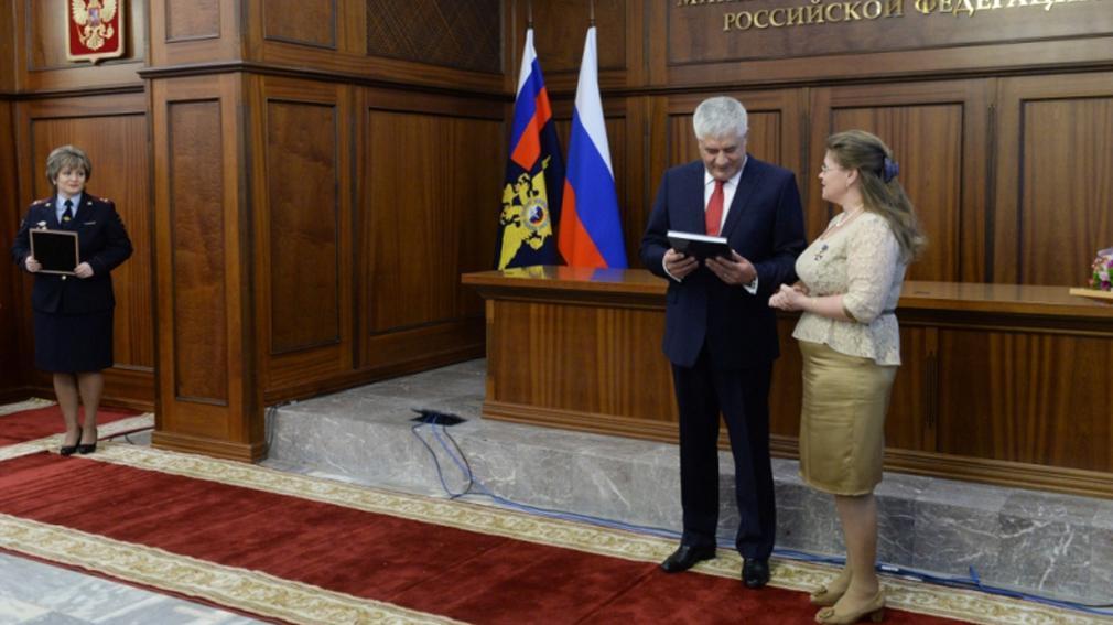 Министр внутренних дел наградил брянскую журналистку