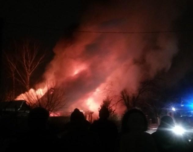 Из страшного пожара в Фокинском районе огнеборцы спасли 91-летнюю женщину