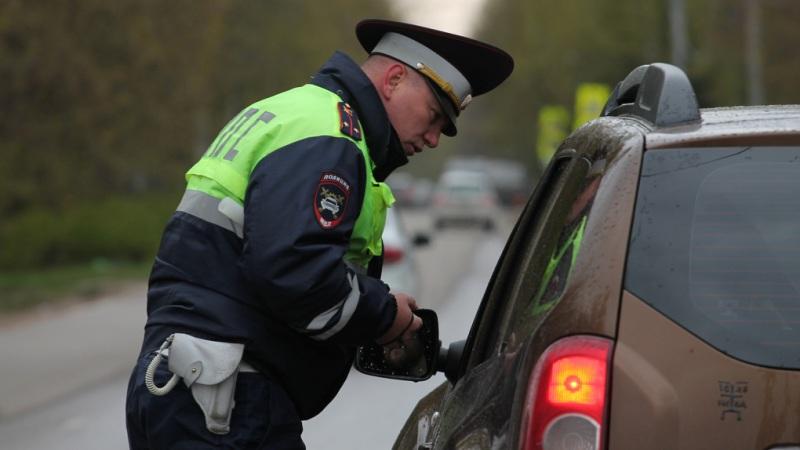 В Брянске возле бежицкой «Линии» водителей проверят на трезвость