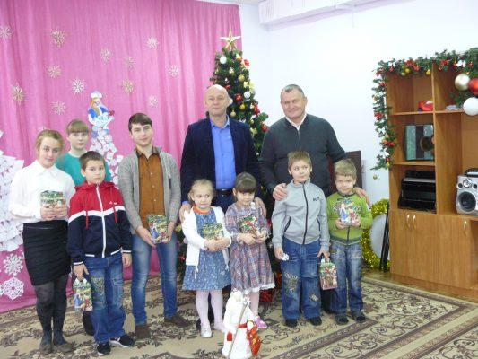 Замгубернатора Брянской области подарил подарки детям из Дятьковского приюта