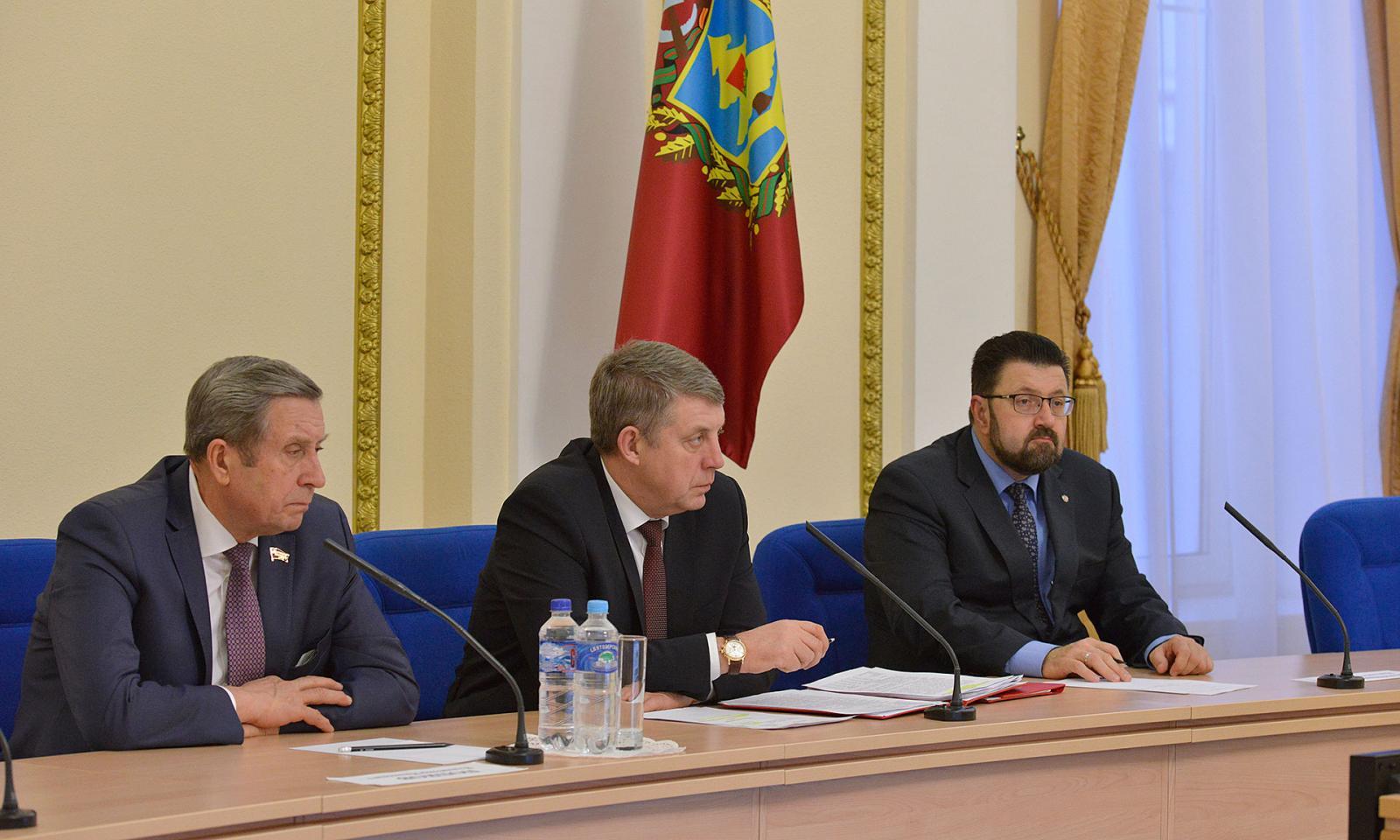 Брянские чиновники попробуют сдать ЕГЭ по русскому языку и математике