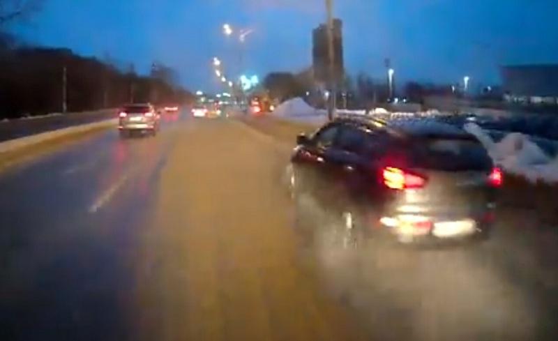 Уборка снега в Брянске стала причиной ДТП на Московском проспекте