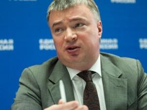 Он голосовал за повышение пенсионного возраста. Депутат Артем Кавинов