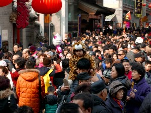 11 человек, в том числе детей, ранил ножом в толпе 33-летний китаец