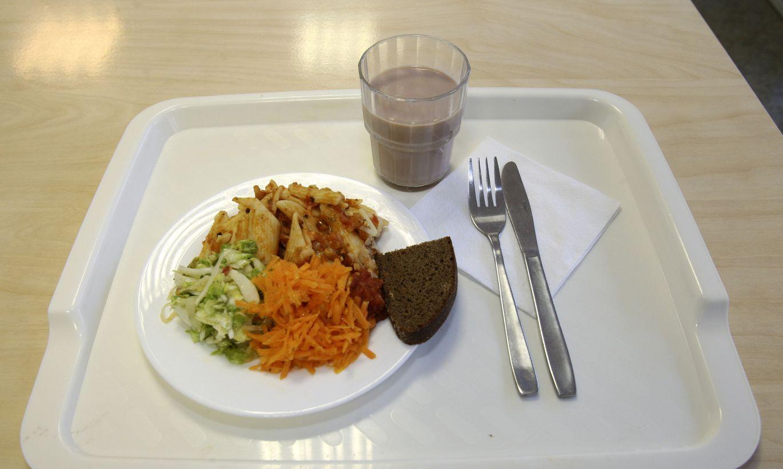 Брянские работодатели готовы платить за обеды сотрудников не больше 130 рублей