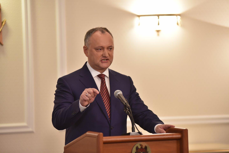 В кортеж президента Молдавии врезался автомобиль
