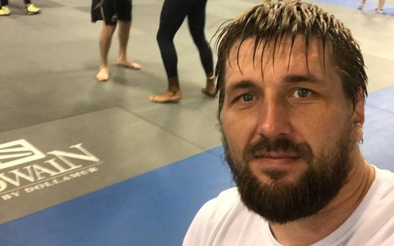Брянский боец Минаков накануне поединка попал в больницу