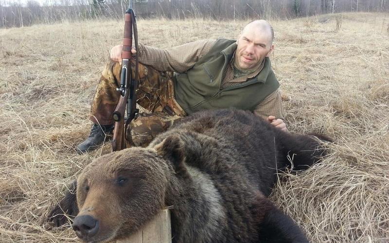 Вы с жиру беситесь? Брянского депутата Валуева спросили об убитом медведе