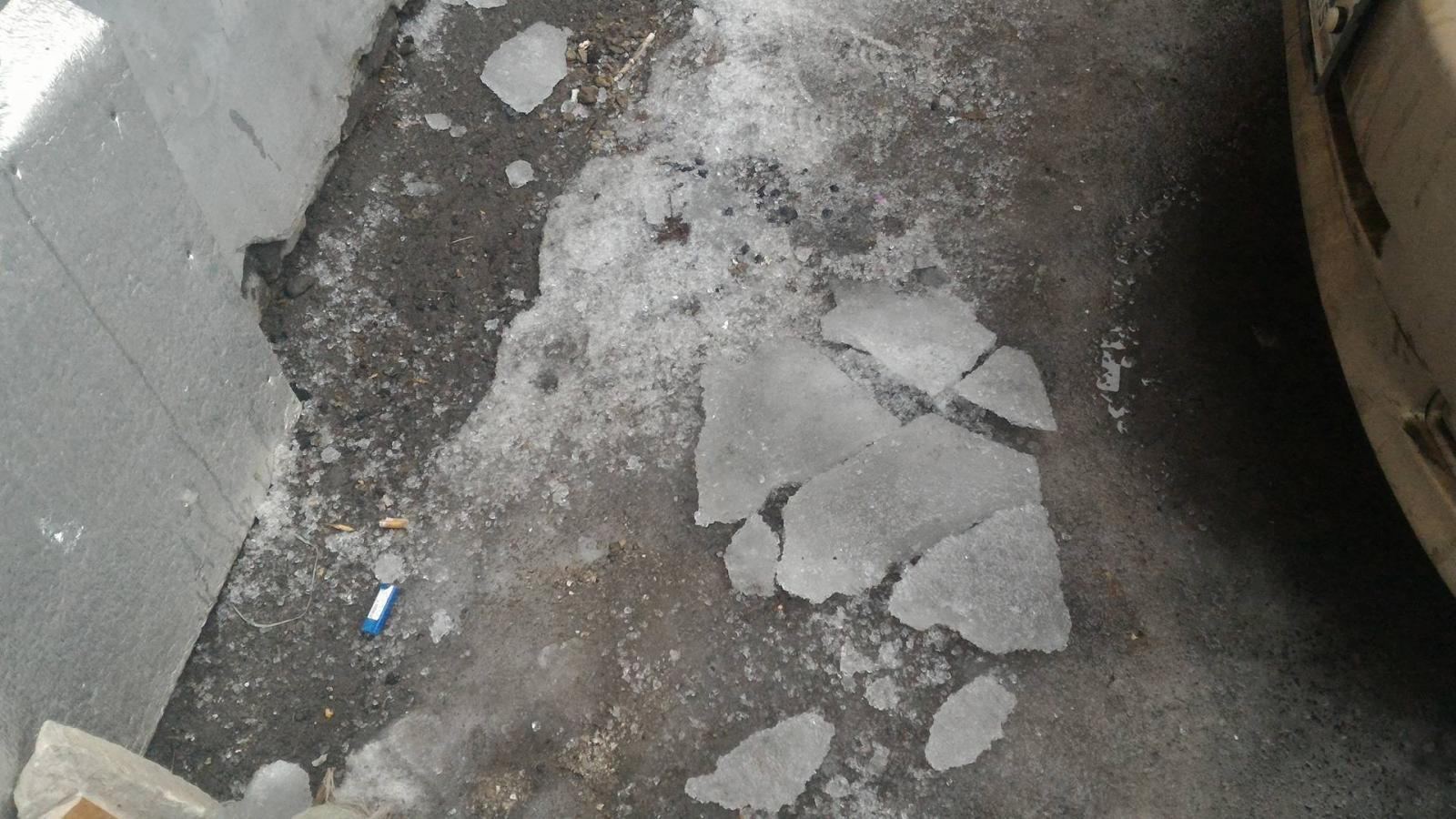 Появились подробности трагической смерти женщины под глыбой льда