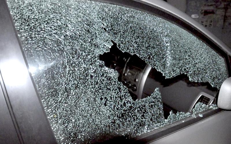 Брянец разбил стекла в двух припаркованных иномарках