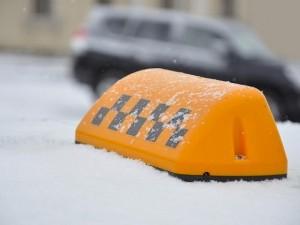 Таксисты в Челябинске не могут заработать 30 тысяч рублей