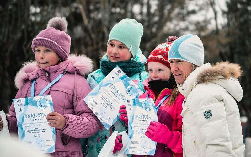 Более 200 брянцев приняли участие в вечерней лыжной гонке