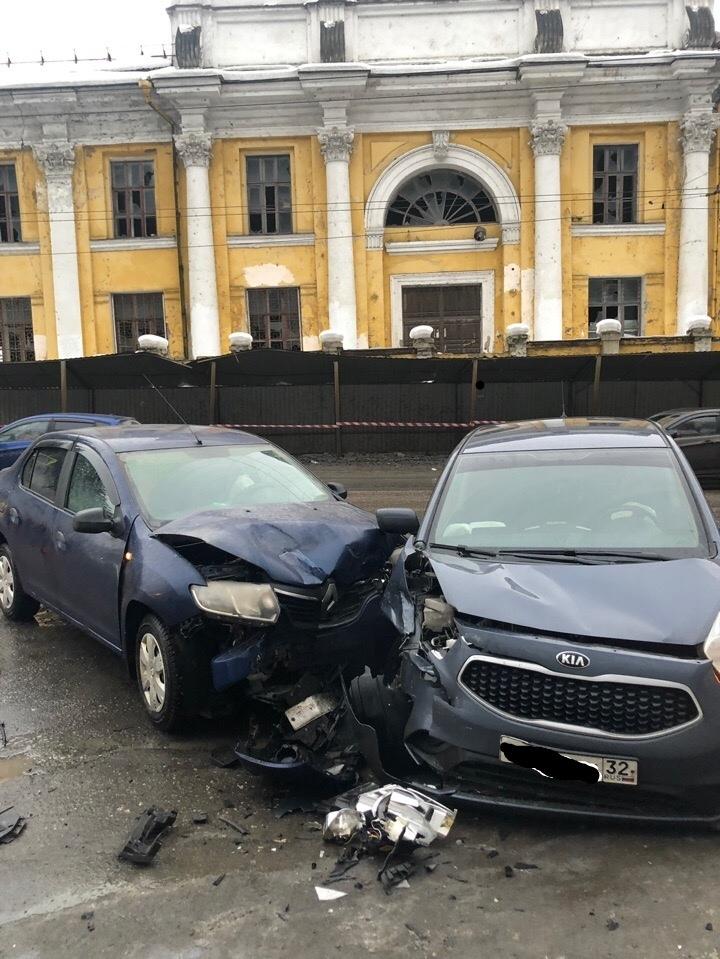 В Брянске ищут свидетелей аварии на Калинина