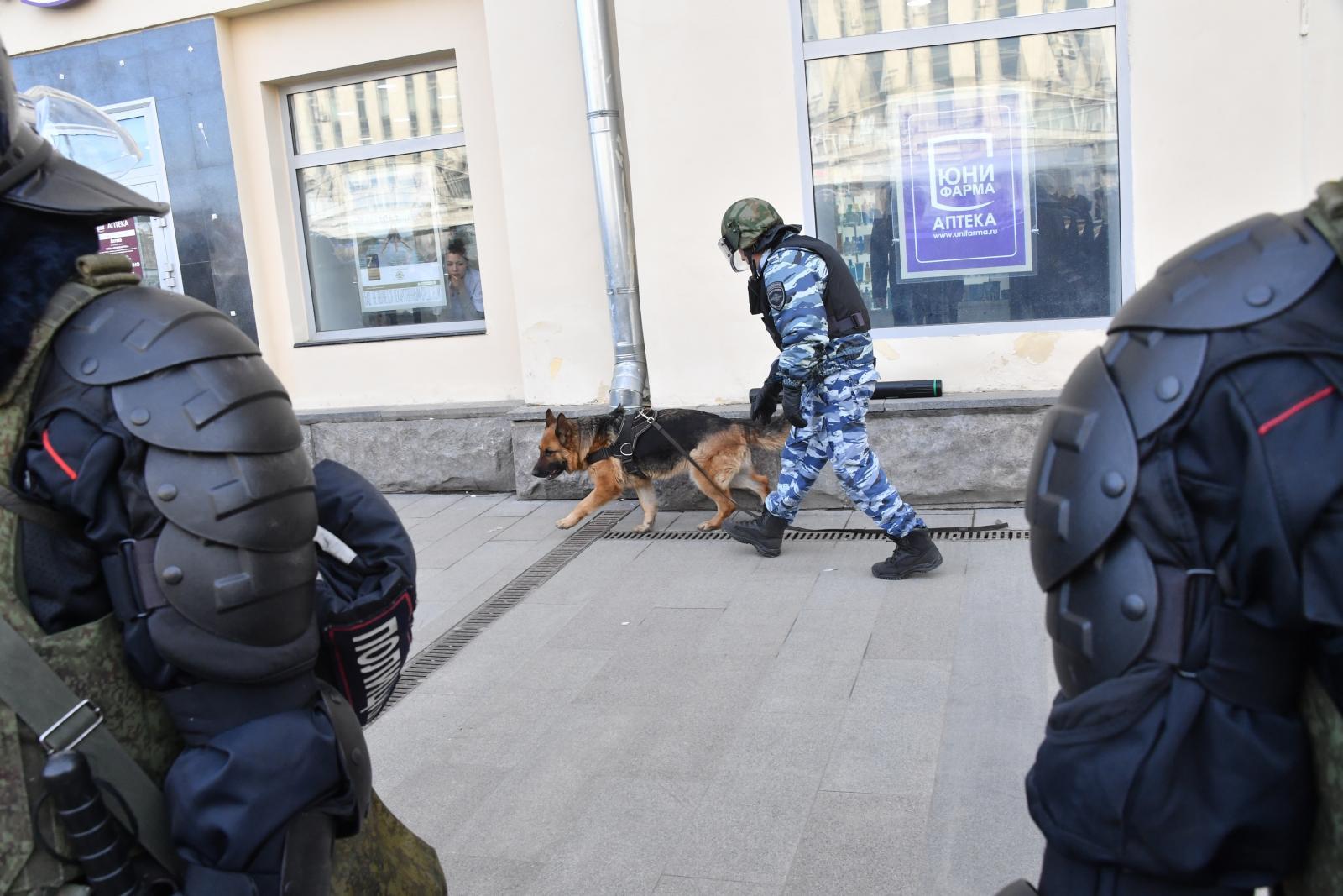 В Москве опять эвакуируют тысячи посетителей торговых центров