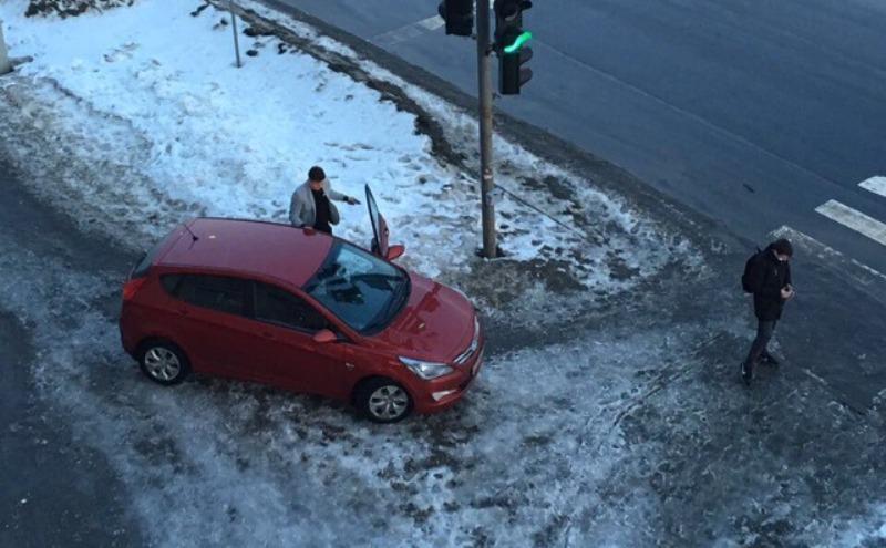 В Брянске появился последователь беспардонной женской парковки