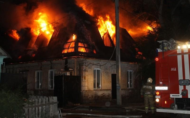 В Суземке огонь охватил жилой дом
