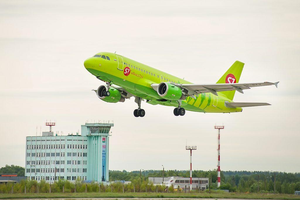 Летевший из Санкт-Петербурга в Брянск самолет экстренно сел в Воронеже