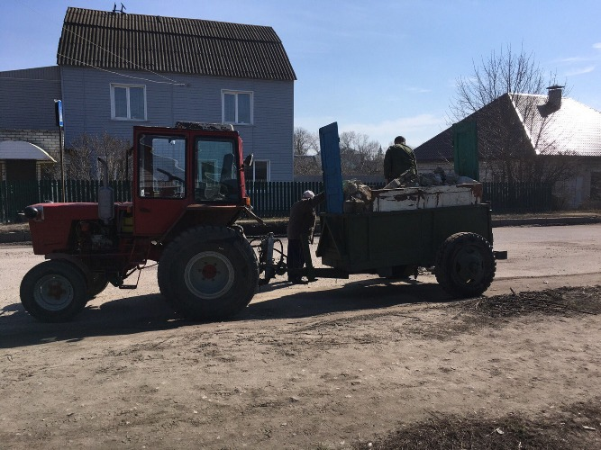 Жители улицы Чайковского сами заделали ямы, не дожидаясь помощи дорожников