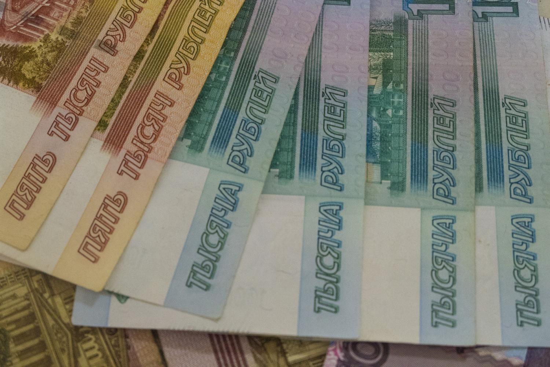 Преподаватель брянского техникума попался на взятке в 37 тысяч рублей
