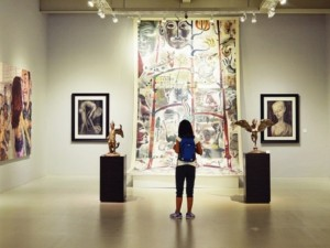 Пять картин украли из столичной галереи