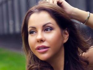 Порнозвезда Лена Беркова лежит под капельницами